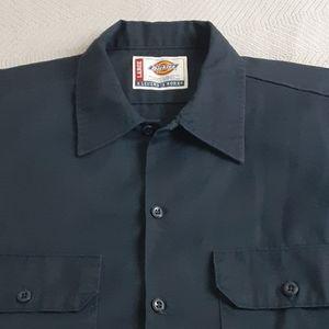 Mens Dickies brand navy short sleeved shirt